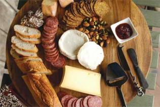 creating the perfect holiday CHEESE PLATTER